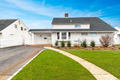 Levittown Single Family Home For Sale: 64 Kingfisher Rd