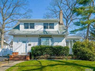 Farmingdale Single Family Home For Sale: 35 Laurel St
