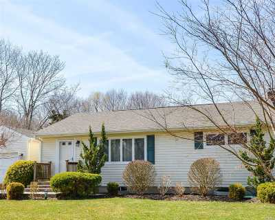 Nassau County, Suffolk County Single Family Home For Sale: 25 Circle Dr