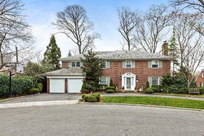 Rockville Centre Single Family Home For Sale: 15 Kenwood Ct