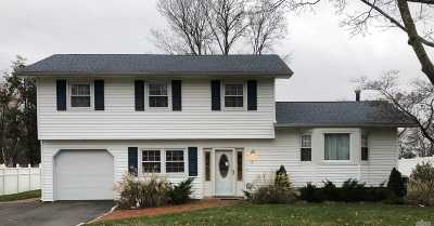 Dix Hills Single Family Home For Sale: 4 Middlesex Dr
