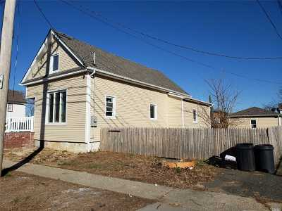 Hempstead Single Family Home For Sale: 60 Laurel Ave