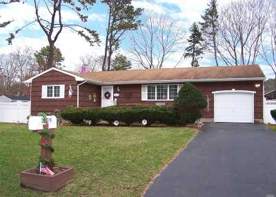 Ronkonkoma Single Family Home For Sale: 2229 Walnut Ave