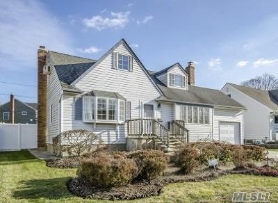 Wantagh Single Family Home For Sale: 3595 Sarah Dr