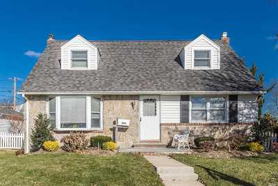 Levittown Single Family Home For Sale: 599 Parker Ave