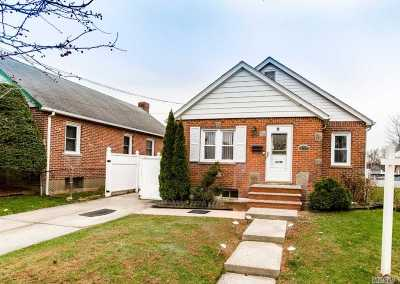 Fresh Meadows Single Family Home For Sale: 170-04 Pidgeon Meadow Rd