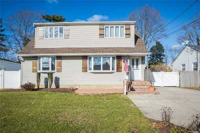 Bethpage Single Family Home For Sale: 21 Martin Rd