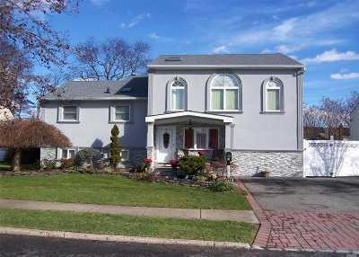 Lindenhurst Single Family Home For Sale: 1033 N Monroe Ave