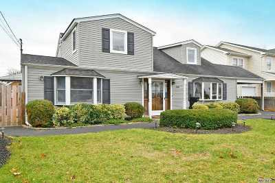 Massapequa Park Single Family Home For Sale: 136 Reiss Ave