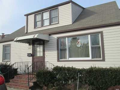 Westbury Single Family Home For Sale: 531 Lowell St