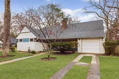 Merrick Single Family Home For Sale: 17 Oak Brook Ln
