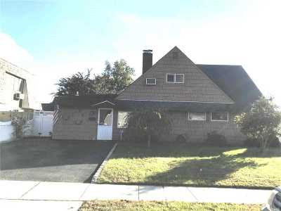 Westbury NY Single Family Home For Sale: $429,900