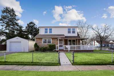 East Meadow Single Family Home For Sale: 288 Park Ter