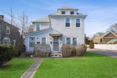 Patchogue Single Family Home For Sale: 140 Waverly Ave