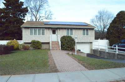 Selden Single Family Home For Sale: 57 Mooney Pond Rd