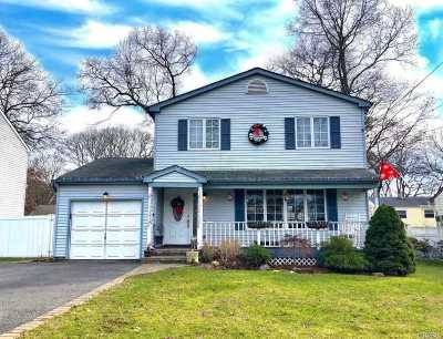 Patchogue Single Family Home For Sale: 54 Putnam Ave