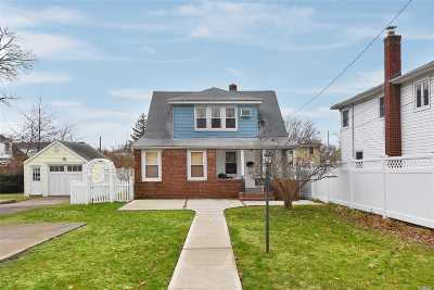 Franklin Square Single Family Home For Sale: 58 Sherwood Ave