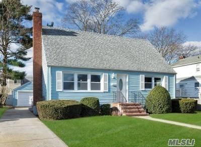 Merrick Single Family Home For Sale: 36 Iris Ave