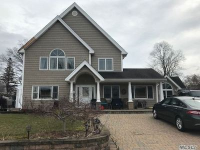 Levittown Single Family Home For Sale: 35 Dale Ln