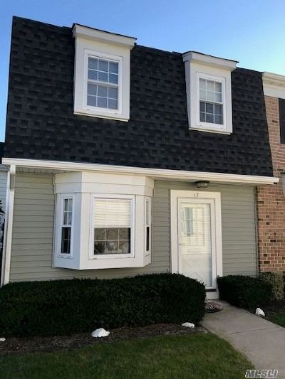 Amityville Condo/Townhouse For Sale: 17 Harbor #17