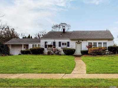 Massapequa Single Family Home For Sale: 4 Darby Rd