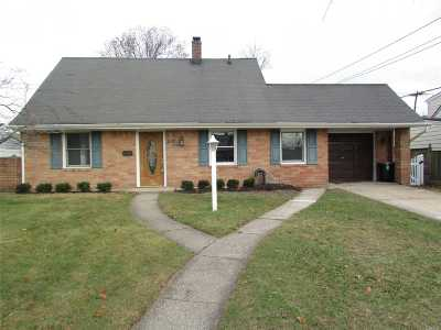 Levittown Single Family Home For Sale: 65 Bluespruce