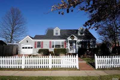 Bellmore Single Family Home For Sale: 300 Nassau St
