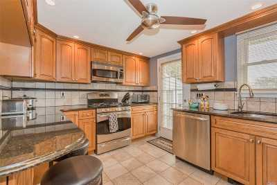 Patchogue Single Family Home For Sale: 185 Phyllis Dr