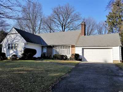 Roslyn Single Family Home For Sale: 18 The Oaks