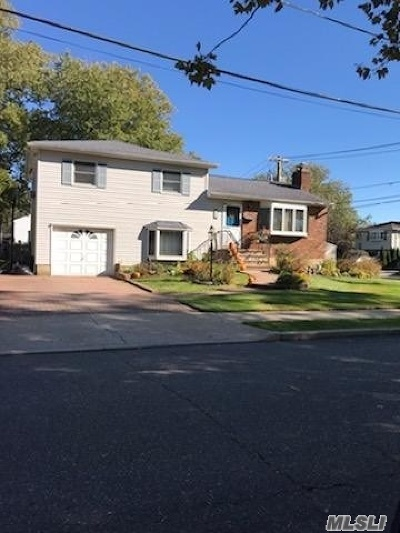 Massapequa Single Family Home For Sale: 50 Beverly Pl