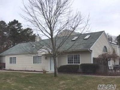 Manorville Condo/Townhouse For Sale: 278 Ranch Cir
