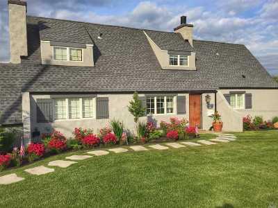 Bay Shore Single Family Home For Sale: 75 Shore Ln