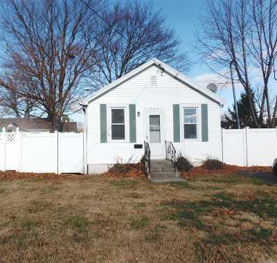 Massapequa Single Family Home For Sale: 205 N Michigan Ave
