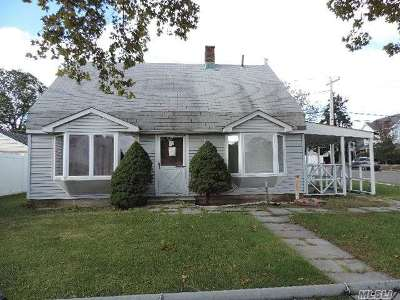Levittown Single Family Home For Sale: 36 Valley Rd