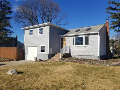 Massapequa Single Family Home For Sale: 4 Ford Dr