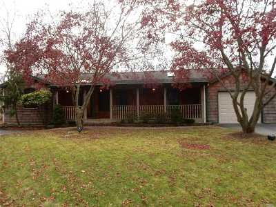 Center Moriches Single Family Home For Sale: 20 Inwood Rd