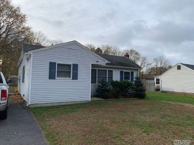 Patchogue Single Family Home For Sale: 52 Log Rd