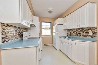 Bellmore Condo/Townhouse For Sale: 2374 Bedford Ave #A