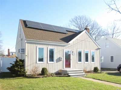 Single Family Home For Sale: 11 Colonial Ave