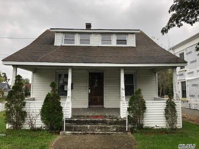 Patchogue Single Family Home For Sale: 81 Bay Ave