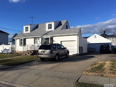 Massapequa Single Family Home For Sale: 269 N Beech St