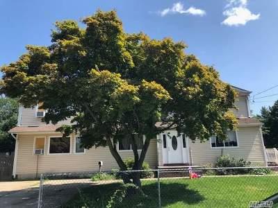 Bay Shore Single Family Home For Sale: 1661 Manatuck Blvd
