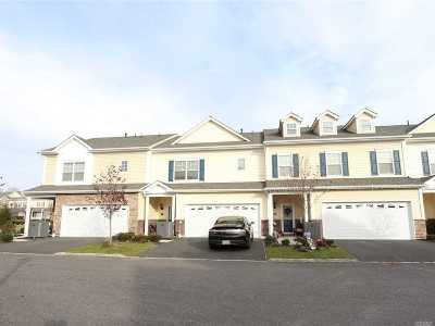 Patchogue Condo/Townhouse For Sale: 123 Rosebud Ct