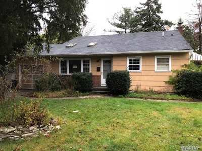 Bay Shore  Single Family Home For Sale: 1000 Howells Rd