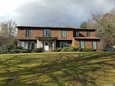 Dix Hills Single Family Home For Sale: 1 Calumet Ct