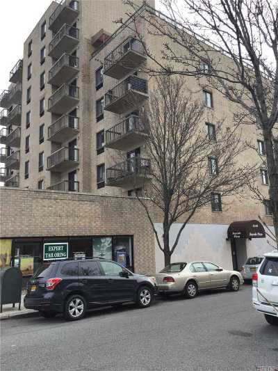 Bayside Condo/Townhouse For Sale: 213-02 42nd Ave #5E