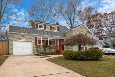 Massapequa Single Family Home For Sale: 12 Connecticut Ave