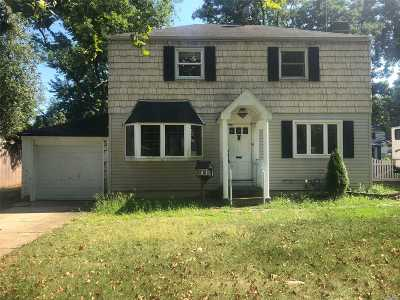 Wantagh Single Family Home For Sale: 2950 Cambridge Rd