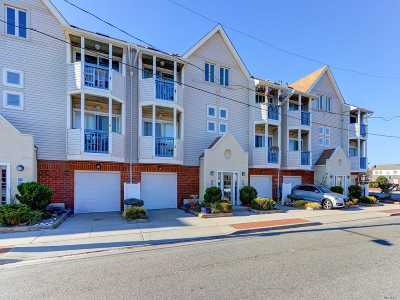 Long Beach Condo/Townhouse For Sale: 79 Pacific Blvd #Upper