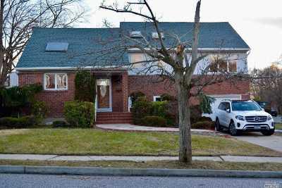Plainview Single Family Home For Sale: 1 Cloverhill Dr